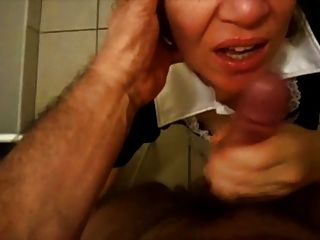 Mature Women Gets A Huge Facial