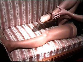Babsy Leg Shows Zehemhure