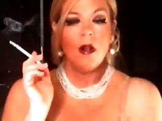 Hot Mature Cougar 120s Smoking Solo
