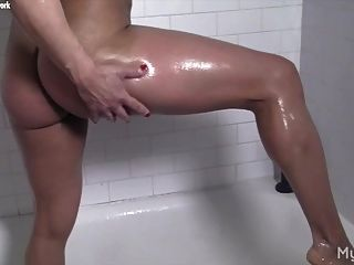 Female Bodybuilder Masturbates In The Shower
