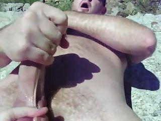 Oso Se La Casca En Playa Nudista