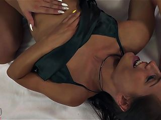 Competitive Tribbing Sexfight - Angel Piaff Vs Nataly Cherry