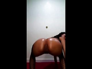 Twerking Her Phat Ass!!!!