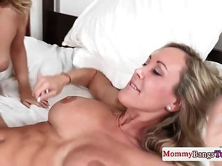 Bigtit Stepmom Licked Out During Threeway Fun