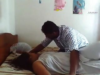 Sri Lankan Girl Couple Enjoy In Bed With Sound