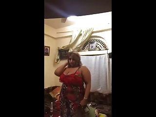 Arab Sexy Saudi Milf Dance