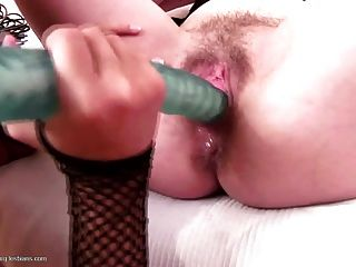 Pissing Fisting Licking Between Mom And Daughter