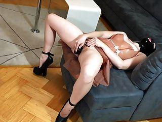 Bupshi - Extreme Heels, Plugs & Masturbation