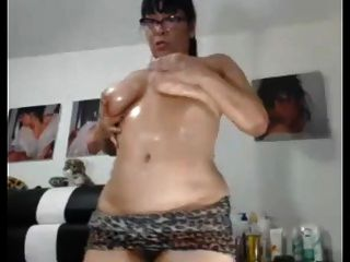 Sexy  Asian  Granny Likes To Show Her Chubby Ass And Pussy