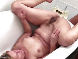 Moms Daughters Crazy Lesbian Sex With Pissing
