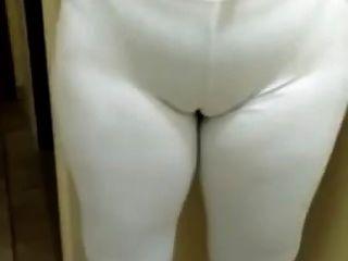 De Legging Branca Marcando Corpo, Calcinha E Celulite
