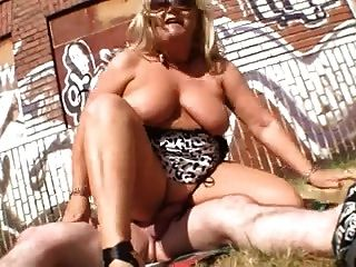 Blond Mature Outdoor R20