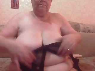 Russen Oma mit Haengetitten abgefickt