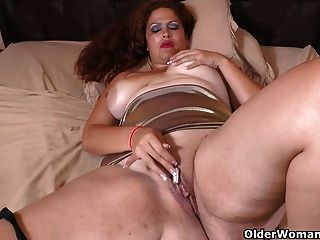 Latina Milf Sandra Needs Relaxing After A Hard Day