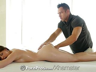 Pornpros - Delilah Blue Spreads Her Long Legs To Get Fucked