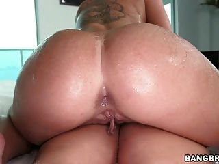 Rachel Starr And Christy Mack Plays With Their Ass