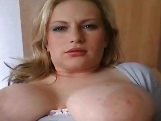 Hausfrau Mit Breiter Fotze Und Dicken Melonen