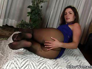 American Milf Helena Fingers Her Ass
