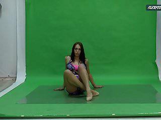 Big Boobs Nicole On The Green Screen Spreading