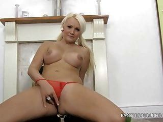 Amy Anderson Wants Panties!