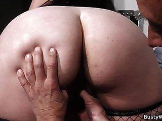 Boss Licks Her Fat Cunt Before Office Sex